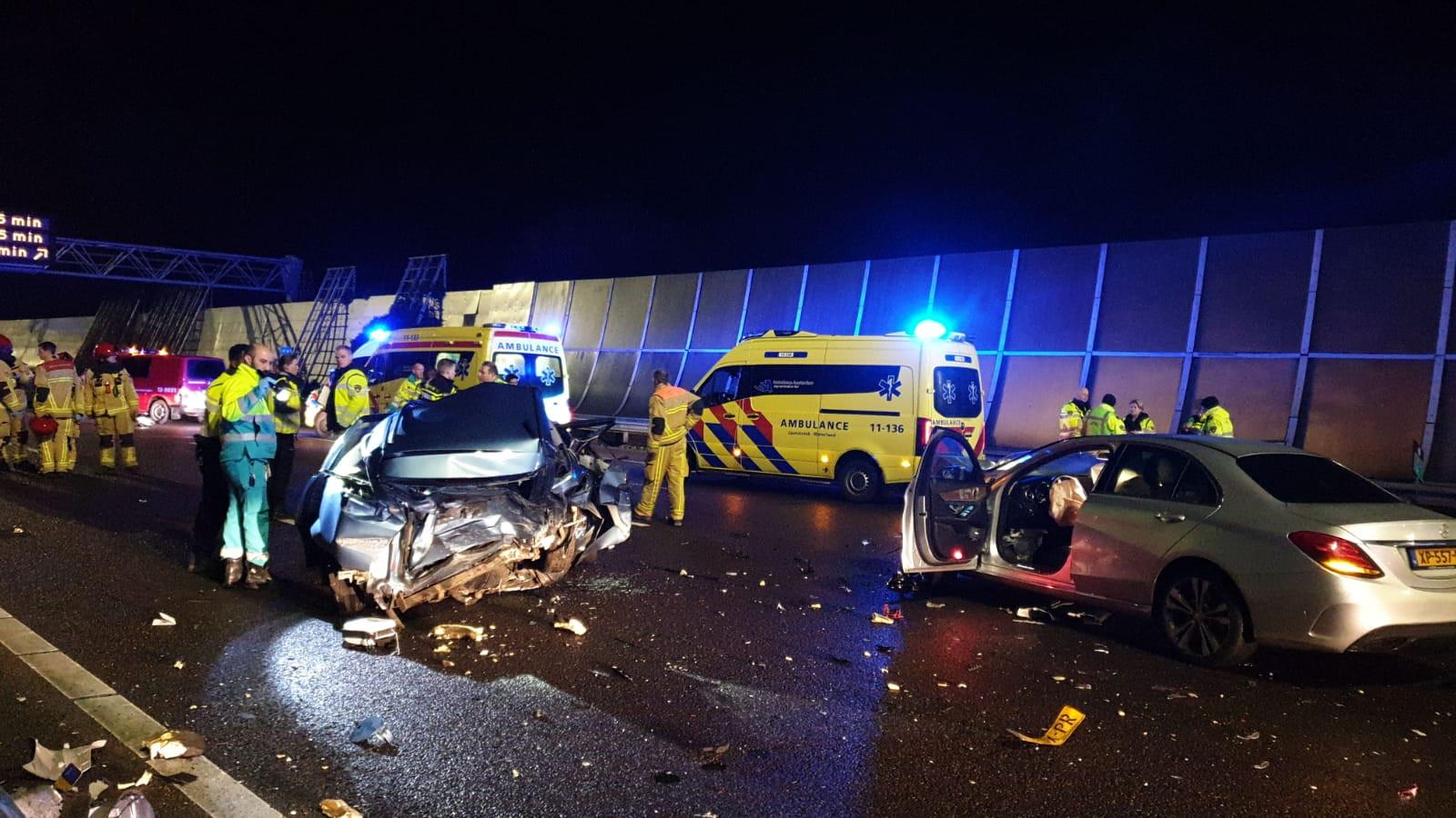 Deel A10 Noord afgesloten vanwege ongeluk met vier autos.