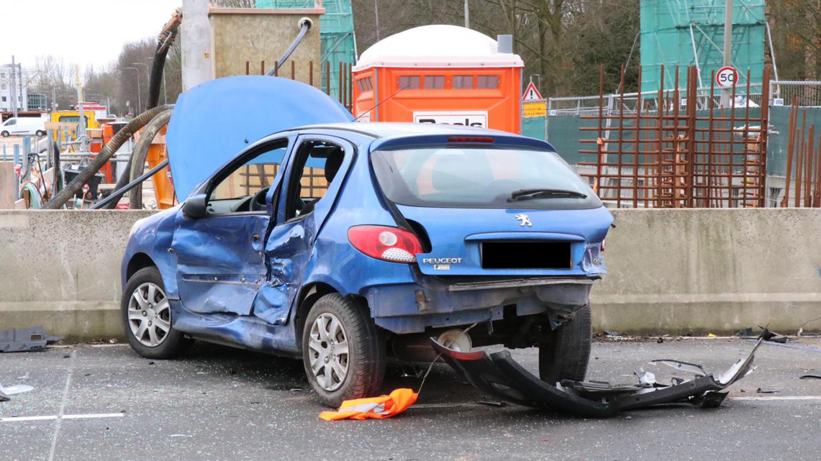 Gewonden na harde botsing tussen twee autos in Amstelveen.