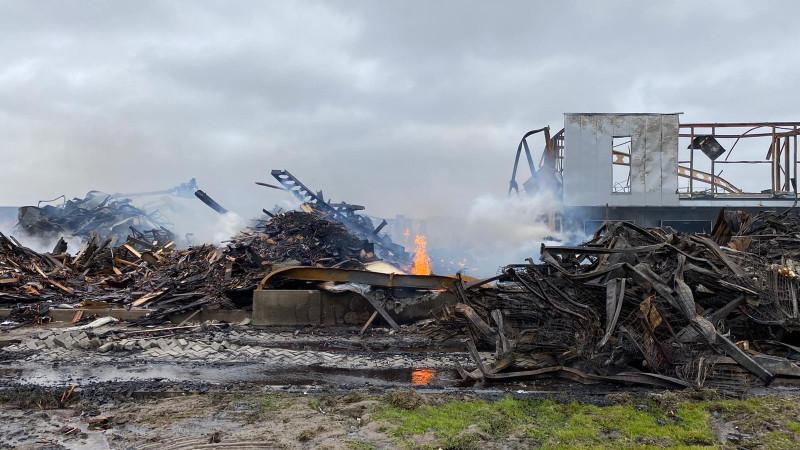 Grote brand legt bedrijf in de as