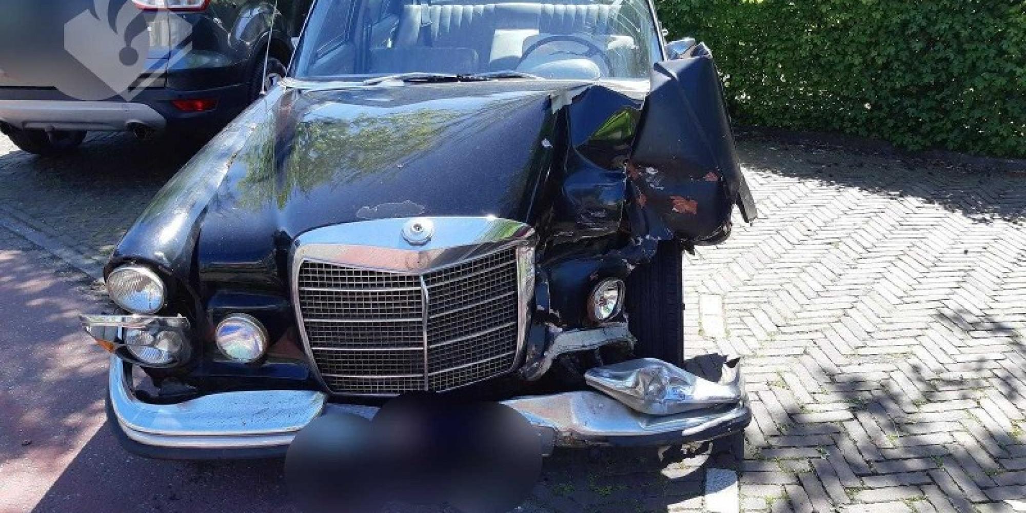 Mercedes-oldtimer in de kreukels