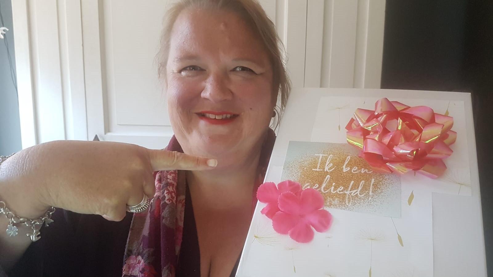 Clublid Tanja Priems maakte een verrassingspakket.    Foto: Soroptimistclub Hoorn