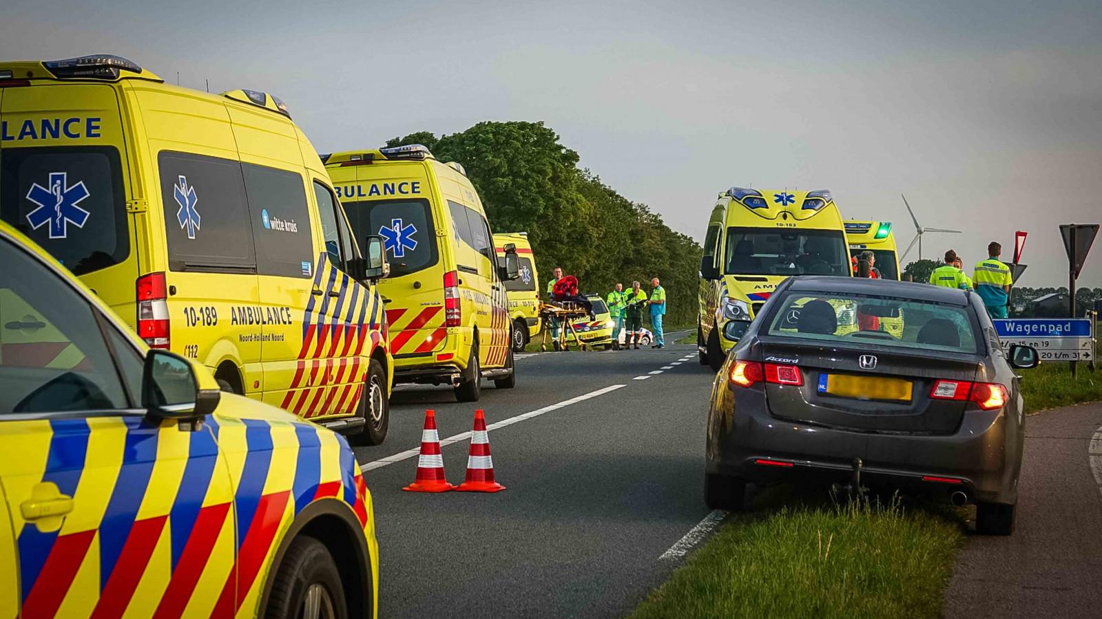 Dode en negen gewonden bij botsing op kruispunt Medemblikkerweg.