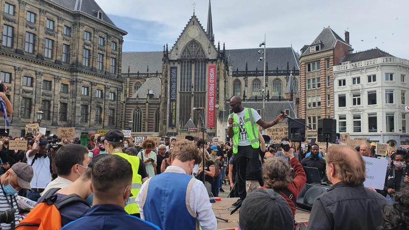 Duizenden demonstranten tegen racisme en politiegeweld op de Dam