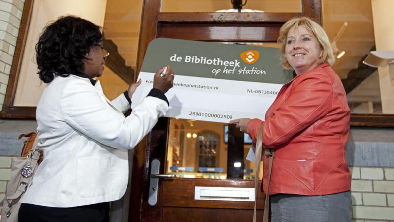 Bibliotheek geopend op station van Haarlem